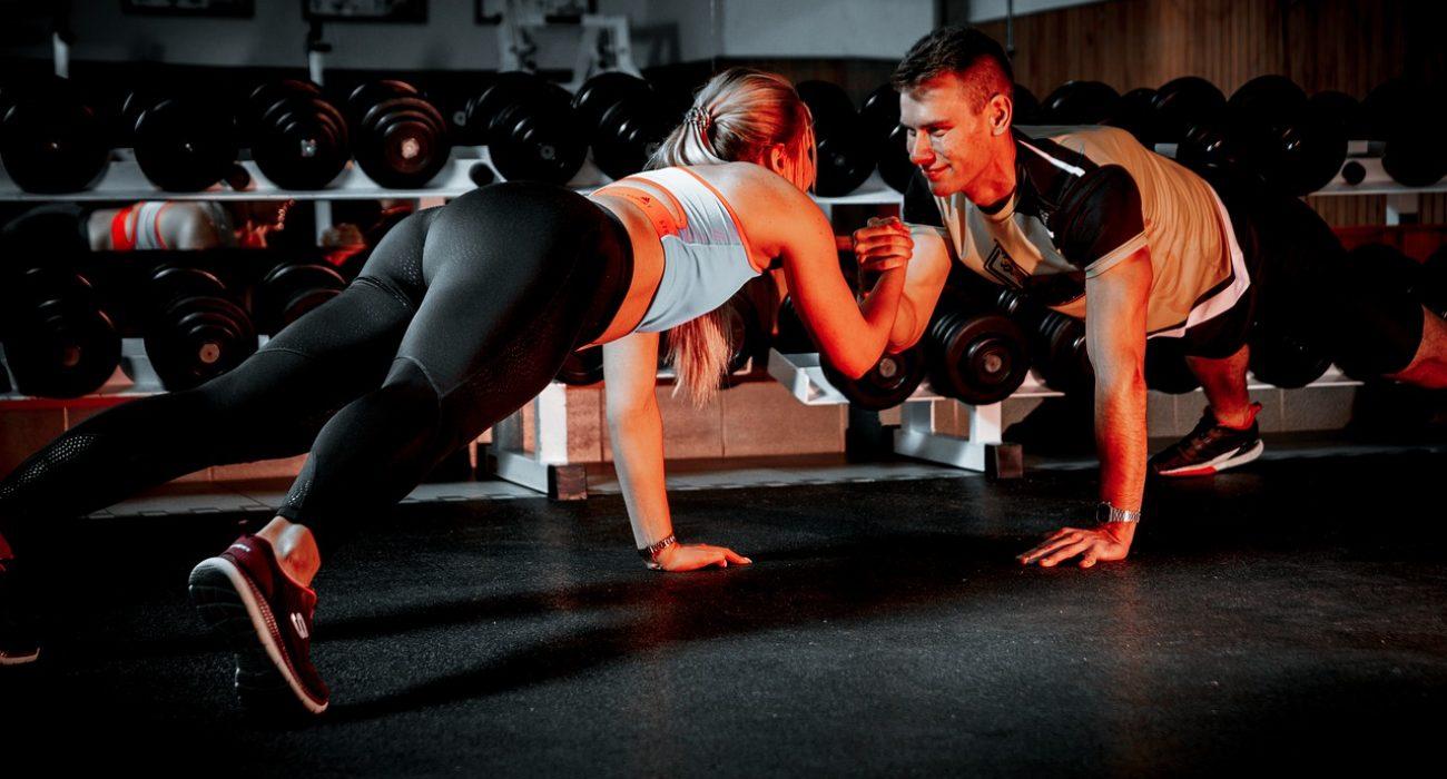 pareja entrenando